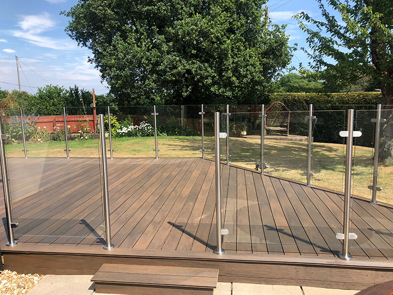 composite-decking-with-glass-balustrades